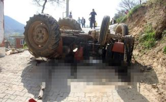 13 yaşındaki abisinin kullandığı traktörün altında kalan 7 yaşındaki çocuk hayatını kaybetti!
