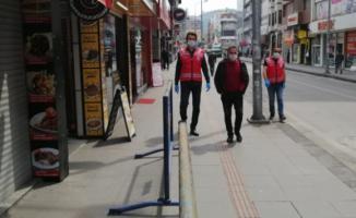 1,5 metreden yakın yürüyenlere para cezası!