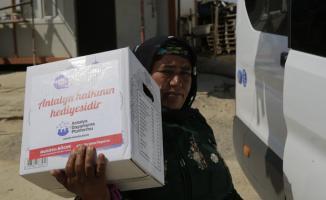 Antalya Büyükşehir Belediyesi tarım işçilerine yardım elini uzattı!