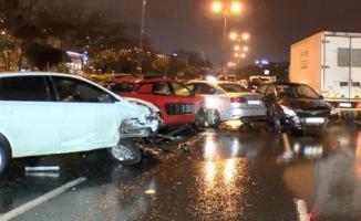 Bağcılar'da zincirleme trafik kazası! 10 araç birbirine girdi