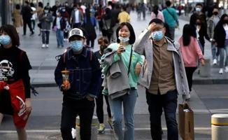 Koronavirüs salgınında şoke eden olay: Karantina yasakları hafifletilince halk akın etti!