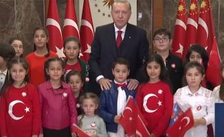 Tüm Türkiye tek yürek oldu! Saat 21.00'de balkonlardan İstiklal Marşı okundu!