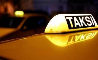 Akıllara durgunluk veren olay! Taksici hamile kadını arabası pislenecek diye indirdi! Kadın, sokakta doğum yaptı!