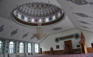 Bayram namazı sadece tek camide kılındı! Kısıtlı sayıda cemaat katılabildi!