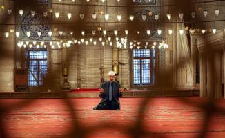Bu hafta camilerde cuma namazı kılınacağı duyuruldu!