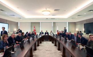 Koronavirüs Bilim Kurulu üyelerinden flaş açıklamalar geldi! Türkiye'de 1'in altına düştüğü duyuruldu