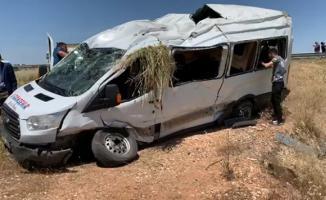 Şanlıurfa- Viranşehir yolunda yolcu minibüsü devrildi! Çok sayıda kişi yaralandı