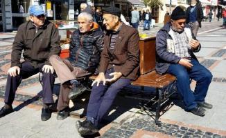 Sokağa çıkma izni verilen 65 yaş ve üstü vatandaşlar hakkında önemli uyarı!