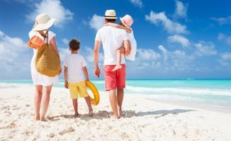 Tatilde çocuklu aileler çocuklarını yanında götürebilecek mi? Çocuklu aileler tatile nasıl gidecek mi?