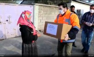 Savcı Sayan yoksulluğun gözü kör olsun deyip yaptığı yardımları paylaştı!