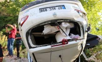 Feci kaza! Kafa kafaya çarpışan araçlarda yolcular çaya uçtu!