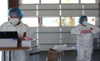 Korona virüsü agresif bir şekilde 20'li ve 30'lu yaşlardaki insanlarda görülmeye başladı