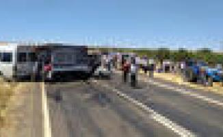 Şanlıurfa'da feci kaza! 2'si ağır 15 kişi yaralandı