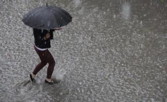 14 il için kuvvetli sağanak yağış uyarısı! Cuma ve Cumartesi sel uyarısı!