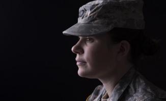 O ülkede büyük düzenleme: Kadınlara zorunlu askerlik yükümlülüğü getirildi