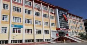 Siirt'te FETÖ ile Bağlantılıı 45 Okul, Vakıf ve Derneğin Tabelası Söküldü