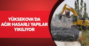 Yüksekova'da Ağır Hasarlı Yapılar Yıkılıyor