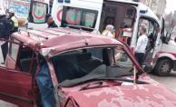 Balıkesir#039;de Otobüs İle Otomobil Çarpıştı ! 1 Kişi Hayatını Kaybetti