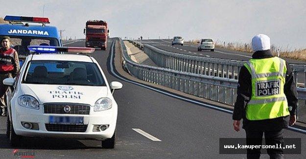 Trafik Polislerinden Sürücülere Şeker Molası