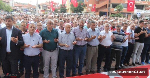 Yüksekova'da Darbe Girişiminde Ölenler İçin Gıyabi Cenaze Namazı Kılındı