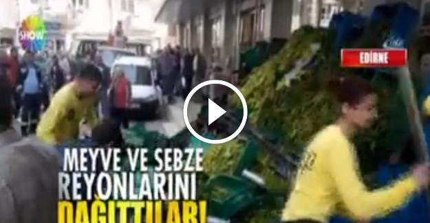Pazarcılar İndirim Yapan Süpermarketin Reyonlarına Saldırdı